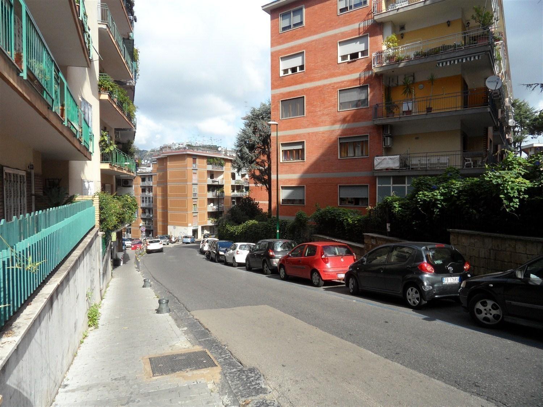 Vomero :  Via Cilea ad. appartamento  € 335.000 T385