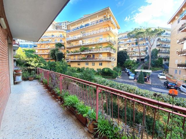 Via San Domenico ampio appartamento con due posti auto