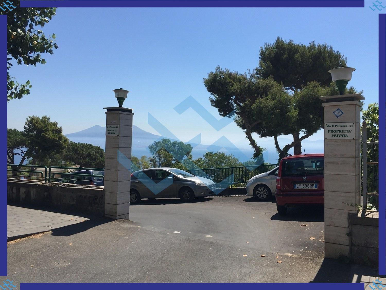 Via petrarca t411 appartamento for Posto auto coperto con officina annessa