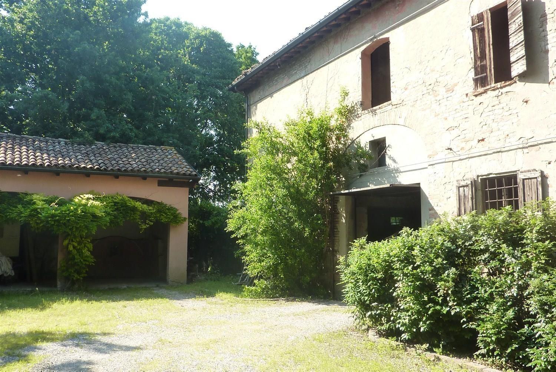Rustico / Casale in vendita a Carpi, 7 locali, prezzo € 300.000 | CambioCasa.it