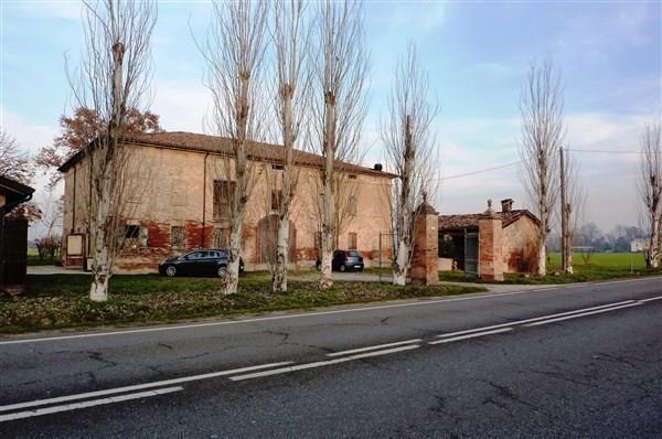 Rustico / Casale in vendita a Carpi, 9 locali, prezzo € 1.600.000 | CambioCasa.it