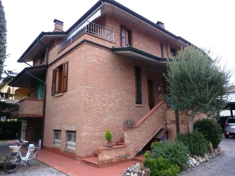 Soluzione Indipendente in vendita a Soliera, 9 locali, prezzo € 450.000 | CambioCasa.it