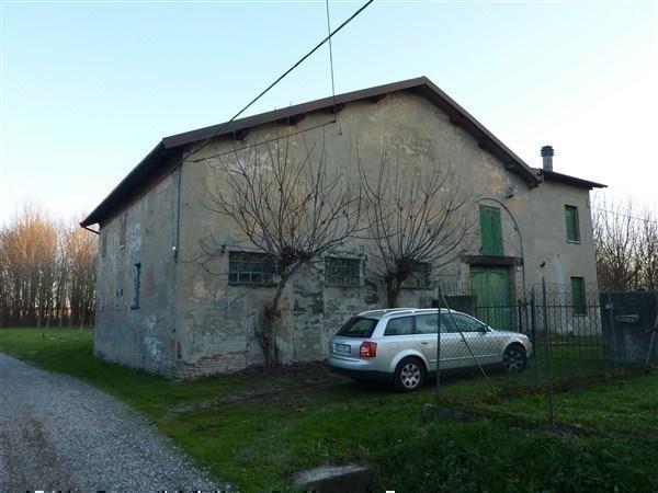 Rustico / Casale in vendita a Carpi, 9 locali, prezzo € 200.000 | CambioCasa.it