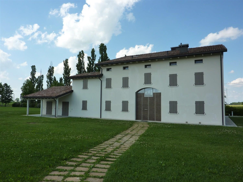 Rustico / Casale in vendita a Carpi, 9 locali, Trattative riservate | CambioCasa.it