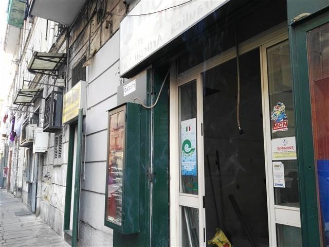 Zona Arenaccia -  Ampio Negozio i € 700 NA306