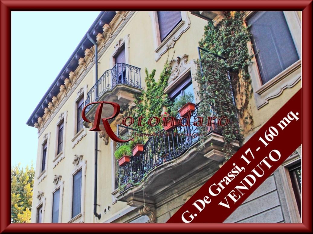 Appartamento in Vendita in Via Giovannino De Grassi Milano