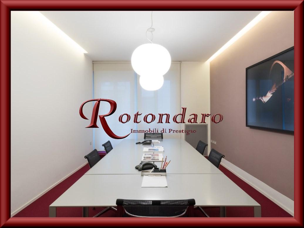 Ufficio in Affitto in Via Manzoni Milano