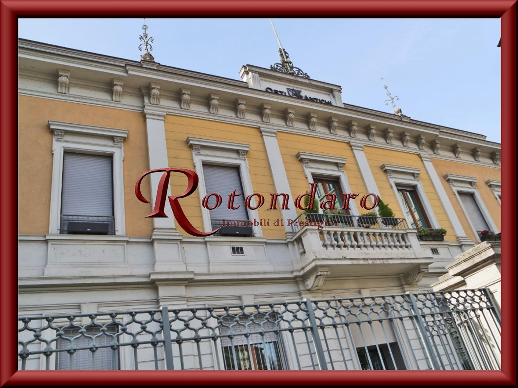 Appartamento in Vendita in Via Quadronno Milano