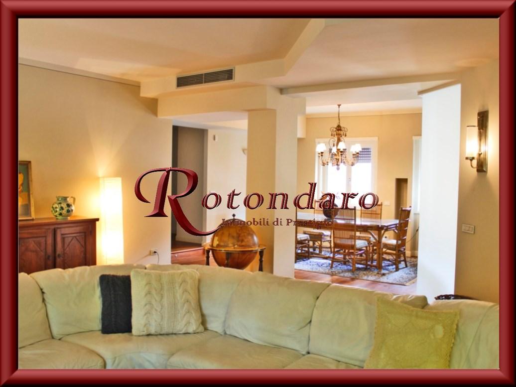Appartamento in Affitto in Via Domenichino Milano