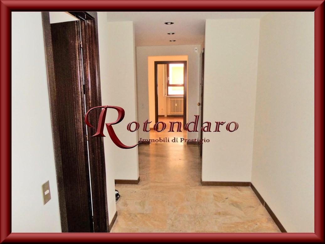 Appartamento in Affitto in Via Monferrato Milano