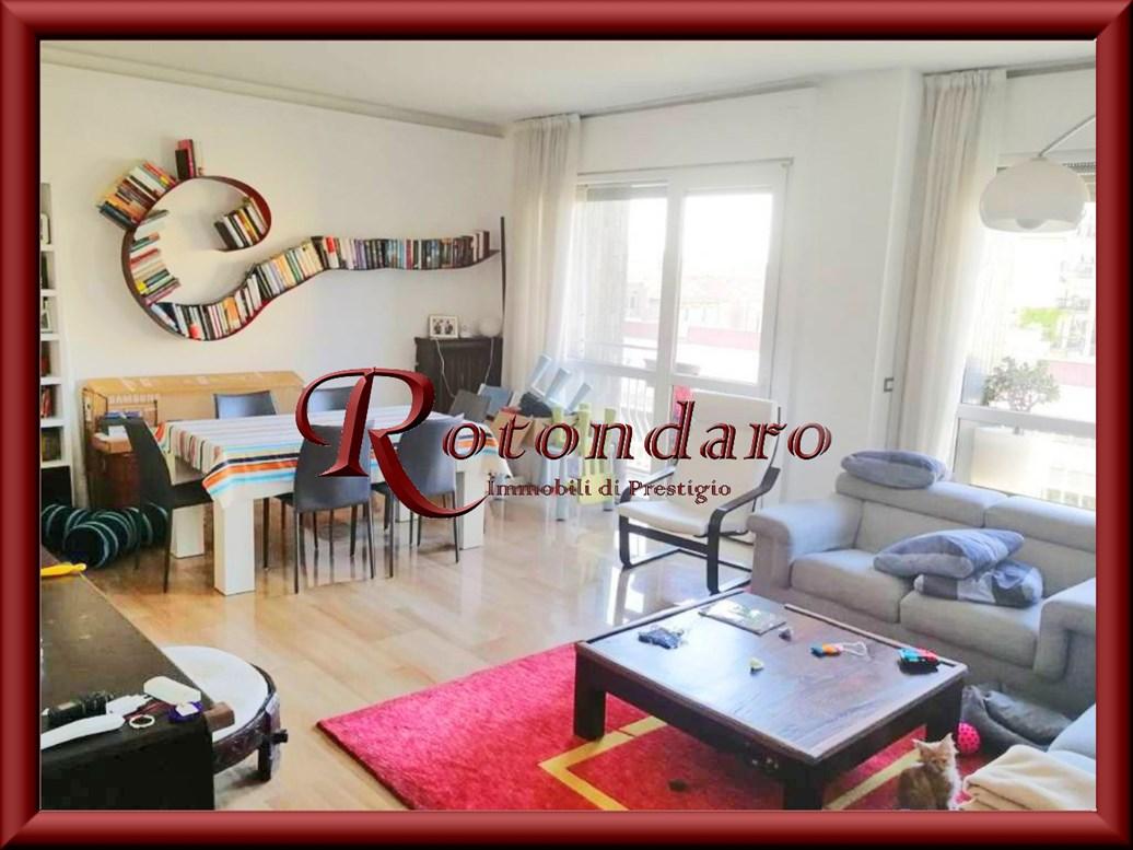 Appartamento in Vendita in Via Roncaglia Milano