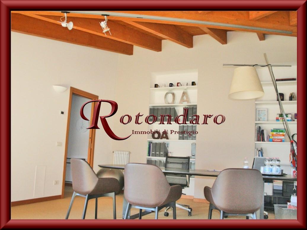 Appartamento in Affitto in Via Vincenzo Monti Milano