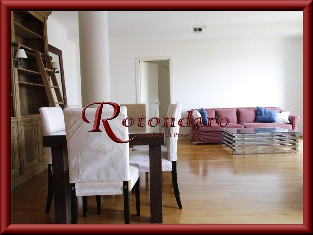 Appartamento in Affitto in Via De Amicis Milano