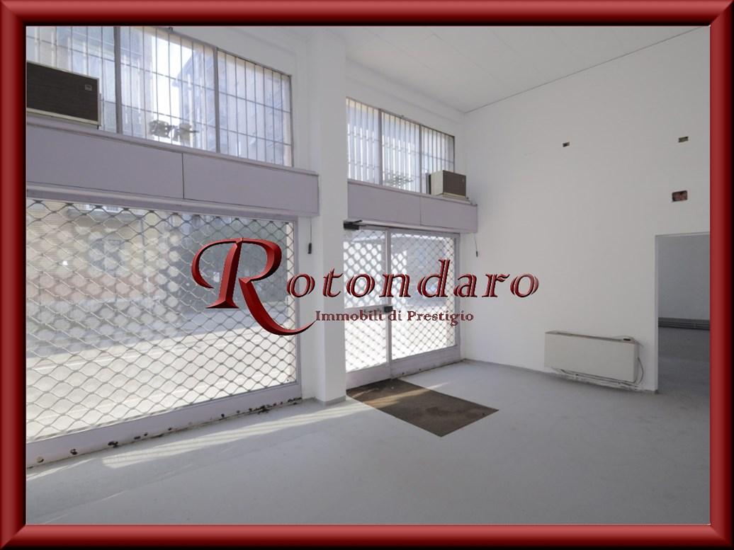 Laboratorio in Affitto in Via Parini 33 Corsico