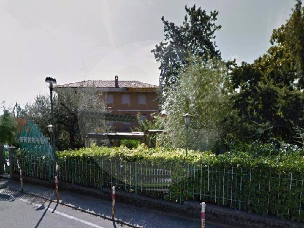 Albergo in vendita a Toscolano-Maderno, 14 locali, prezzo € 800.000 | CambioCasa.it