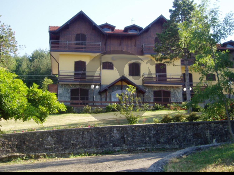 Albergo in vendita a Pellegrino Parmense, 9 locali, prezzo € 450.000 | CambioCasa.it