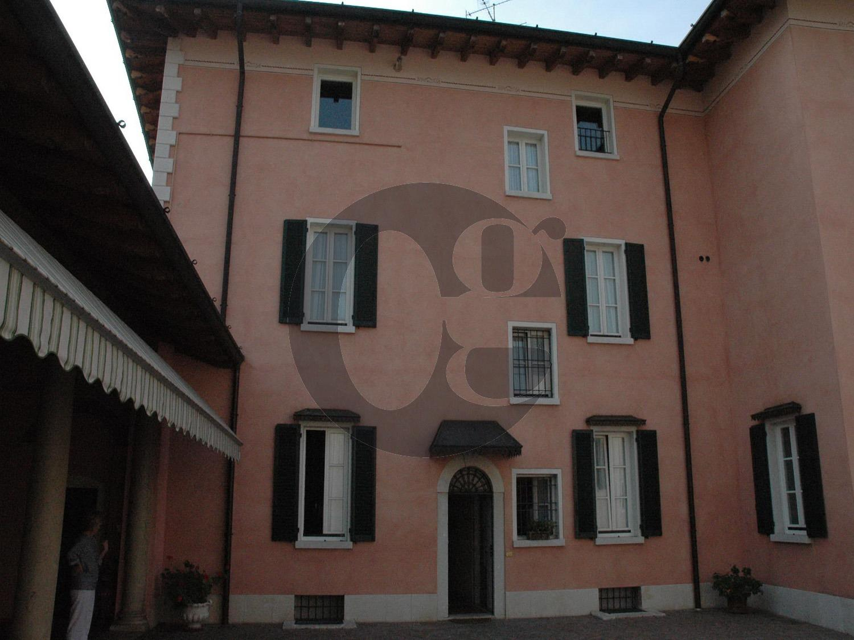 Palazzo prima periferia di Brescia in vendita