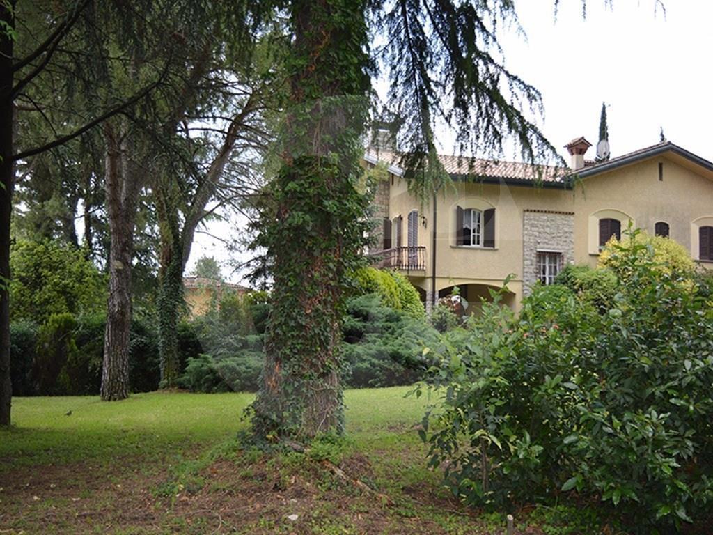 Rezzato villa singola zona monastero in vendita