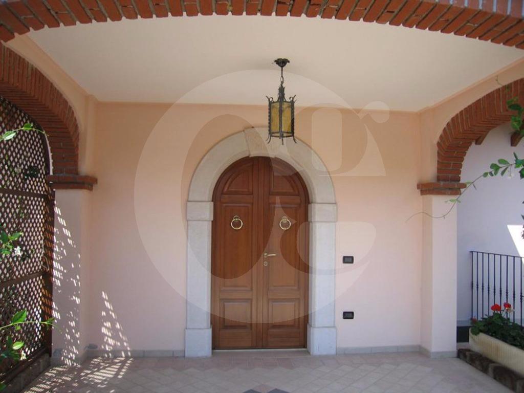 Manerba del Garda trilocale in villa in vendita