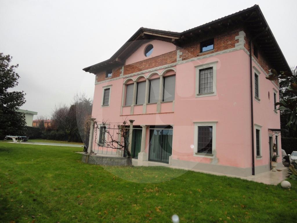 Erbusco villa con piscina in vendita