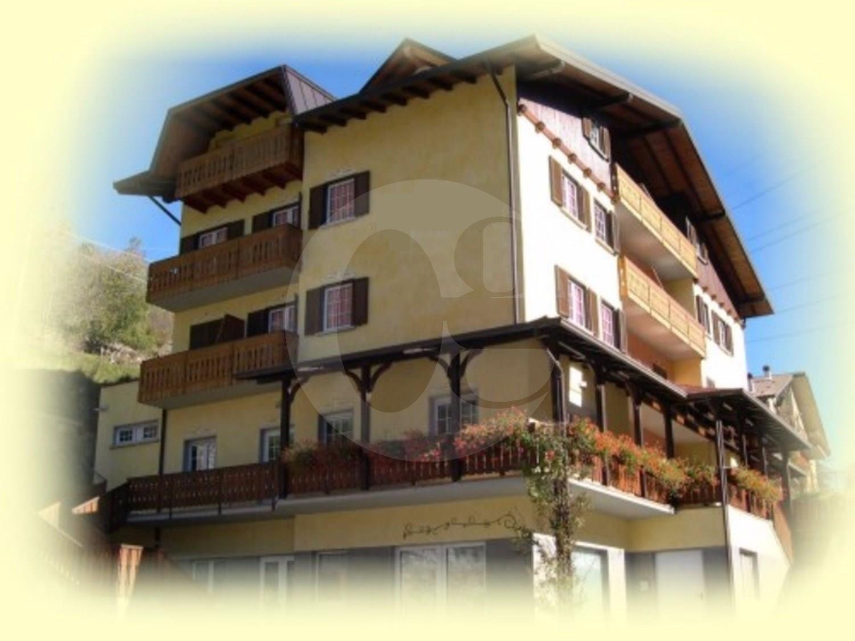 Albergo in vendita a Vezza d'Oglio, 12 locali, Trattative riservate | CambioCasa.it