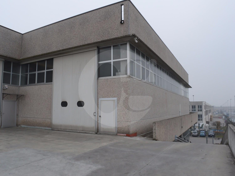 Laboratorio/capannone/magazzino in vendita a Cellatica