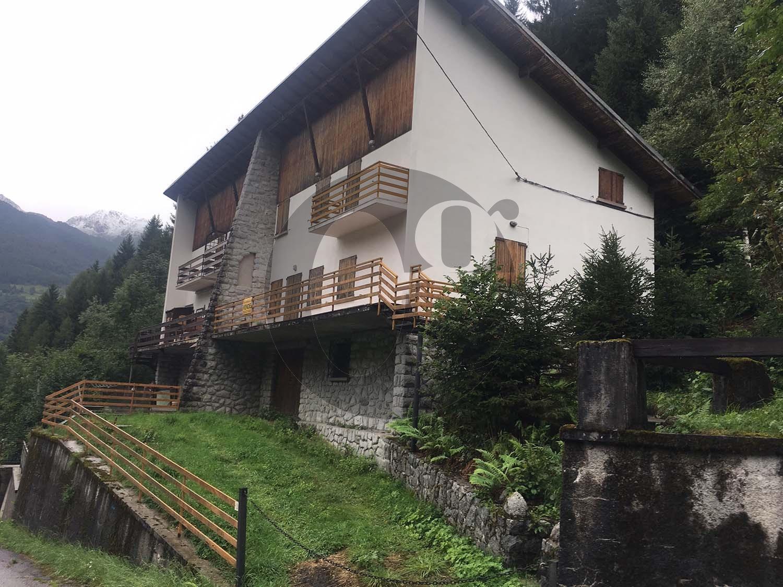 Villa in vendita a Temù, 7 locali, prezzo € 190.000 | PortaleAgenzieImmobiliari.it