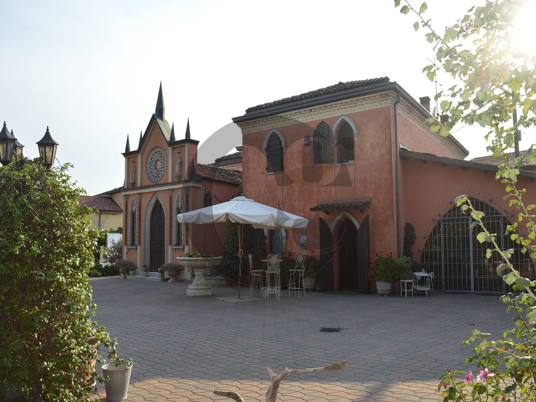 Villa in vendita a Volta Mantovana, 9 locali, prezzo € 600.000 | CambioCasa.it