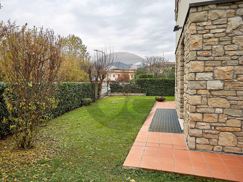 Brescia Caionvico singolare villa in vendita