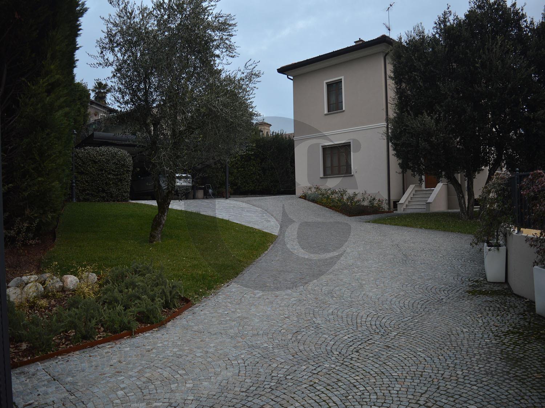 Erbusco villa singola in vendita con ampio giardino