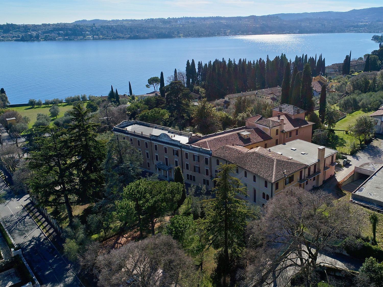 Albergo in vendita a Toscolano-Maderno, 9 locali, Trattative riservate | CambioCasa.it