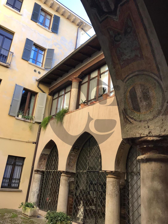 Centro storico Brescia raffinato trilocale in vendita