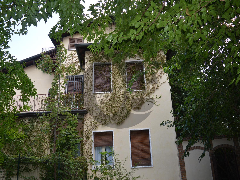 Q.re Abba villa con giardino e piscina in vendita