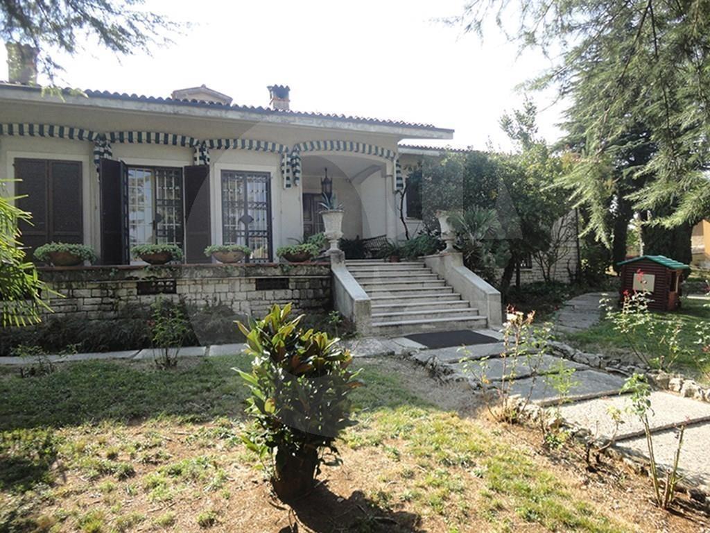 Rezzato villa singola con ampio giardino in vendita
