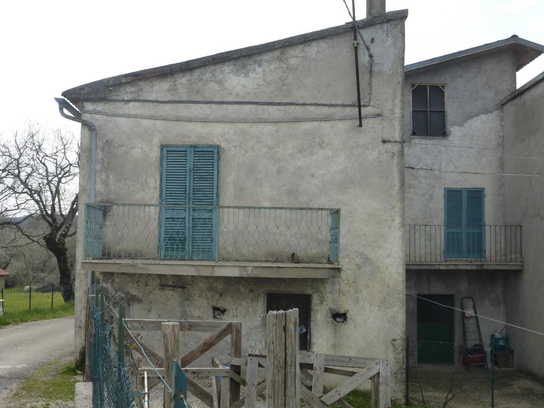 Appartamento in vendita a Rocca Sinibalda, 3 locali, prezzo € 40.000 | CambioCasa.it