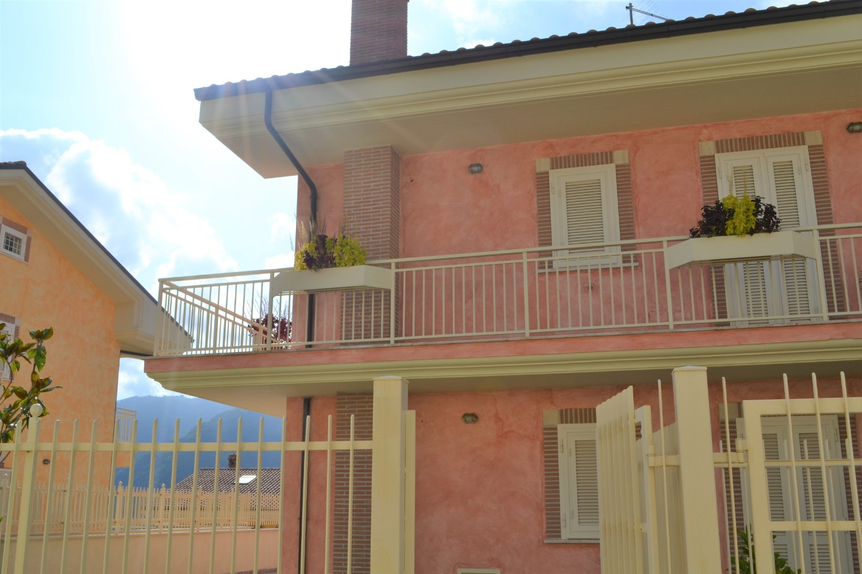 Appartamento in vendita a Castel Madama, 3 locali, prezzo € 320.000 | CambioCasa.it