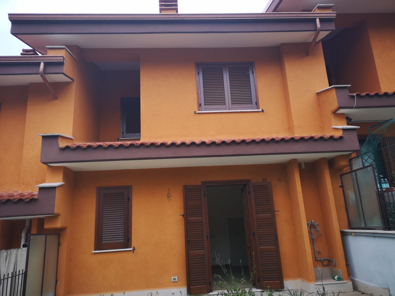 Villa a Schiera in vendita a Ciciliano, 7 locali, prezzo € 230.000   CambioCasa.it
