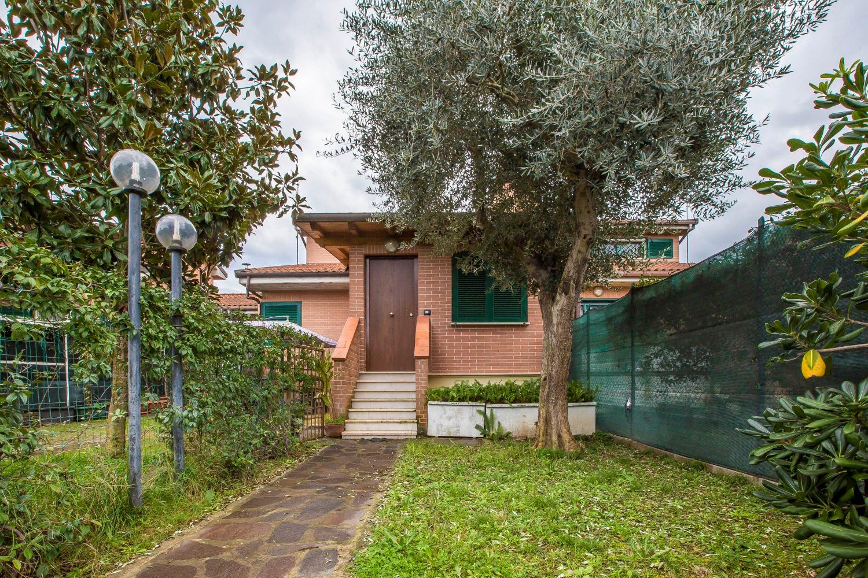 Villa in vendita a Roma, 7 locali, zona Zona: 38 . Acilia, Vitinia, Infernetto, Axa, Casal Palocco, Madonnetta, prezzo € 395.000 | CambioCasa.it