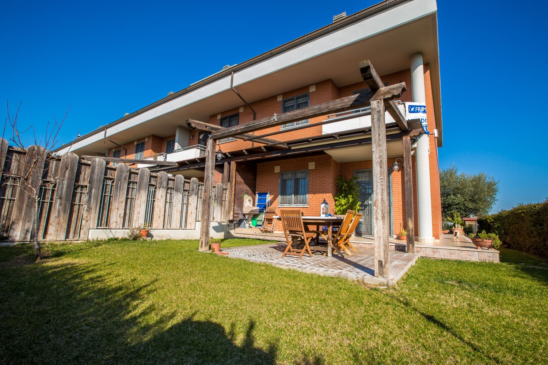 Villa in vendita a Roma, 5 locali, zona Zona: 38 . Acilia, Vitinia, Infernetto, Axa, Casal Palocco, Madonnetta, prezzo € 399.000 | CambioCasa.it