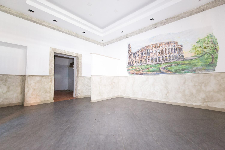 Negozio / Locale in vendita a Roma, 4 locali, zona Zona: 38 . Acilia, Vitinia, Infernetto, Axa, Casal Palocco, Madonnetta, prezzo € 249.000   CambioCasa.it