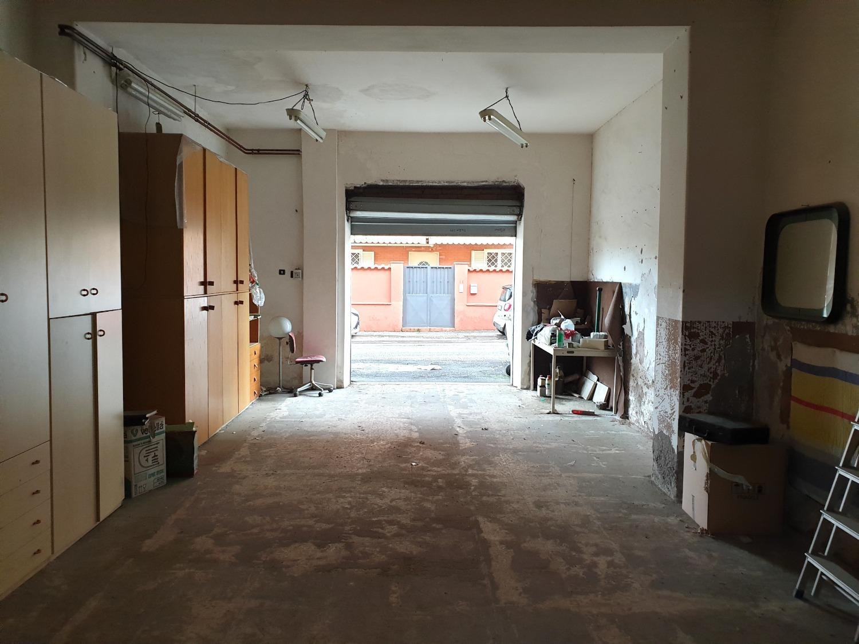 Negozio / Locale in vendita a Roma, 2 locali, zona Zona: 38 . Acilia, Vitinia, Infernetto, Axa, Casal Palocco, Madonnetta, prezzo € 74.900 | CambioCasa.it