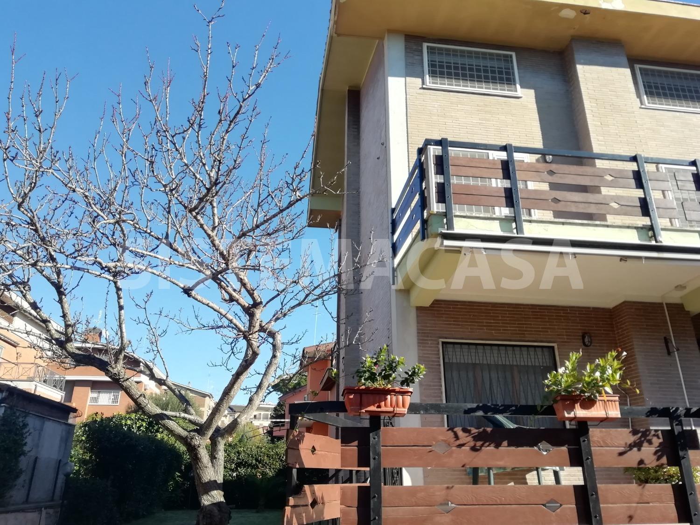 Villa in vendita a Roma, 7 locali, zona Zona: 38 . Acilia, Vitinia, Infernetto, Axa, Casal Palocco, Madonnetta, prezzo € 500.000 | CambioCasa.it