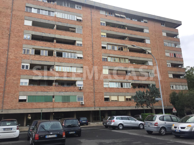 Appartamento in vendita a Roma, 4 locali, zona Zona: 22 . Eur - Torrino - Spinaceto, prezzo € 189.000 | CambioCasa.it