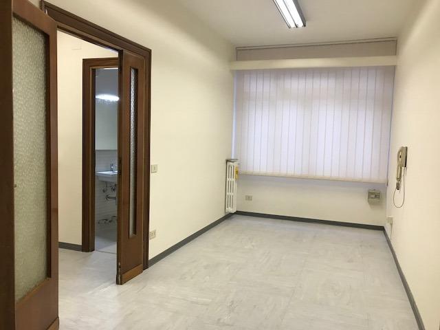 Ufficio studio roma affitto 570 zona 24 gianicolense for Affitto uso studio roma