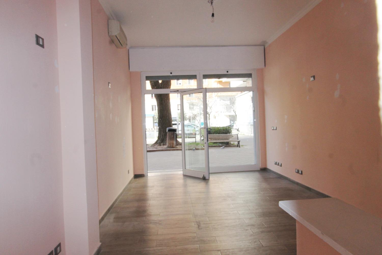Negozio / Locale in affitto a Roma, 2 locali, zona Zona: 24 . Gianicolense - Colli Portuensi - Monteverde, prezzo € 1.300 | CambioCasa.it