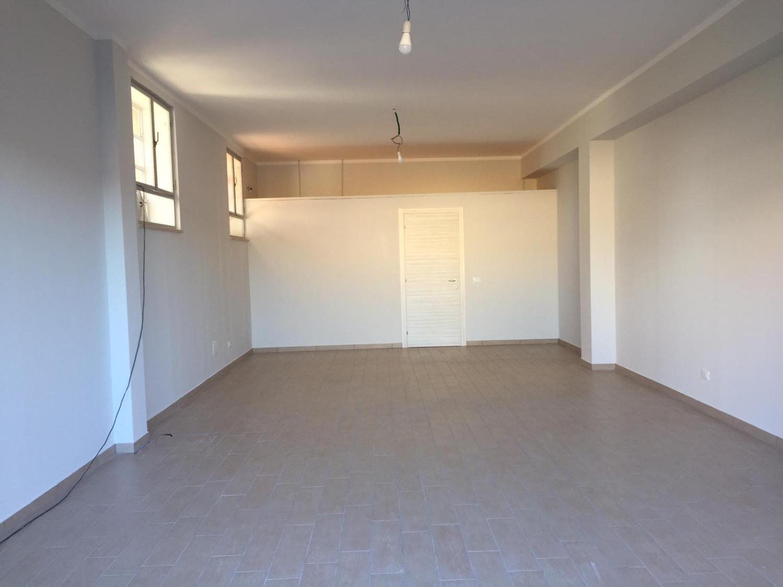 Negozio / Locale in affitto a Monterotondo, 2 locali, prezzo € 800   CambioCasa.it