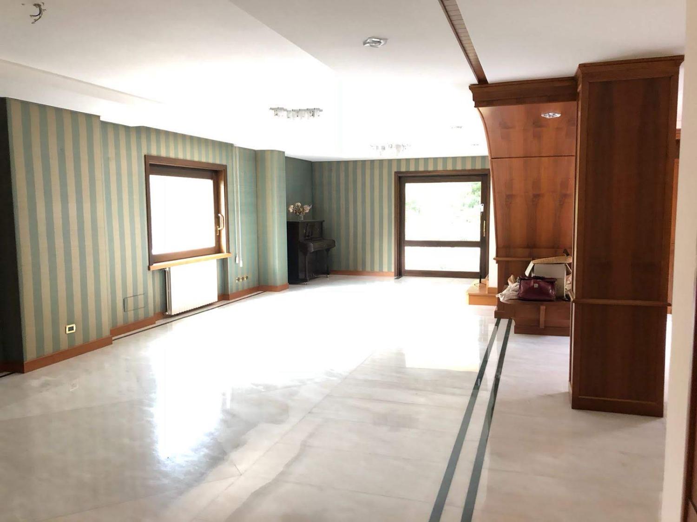 Bravetta -  Villa 9 locali � 1.100.000 T905
