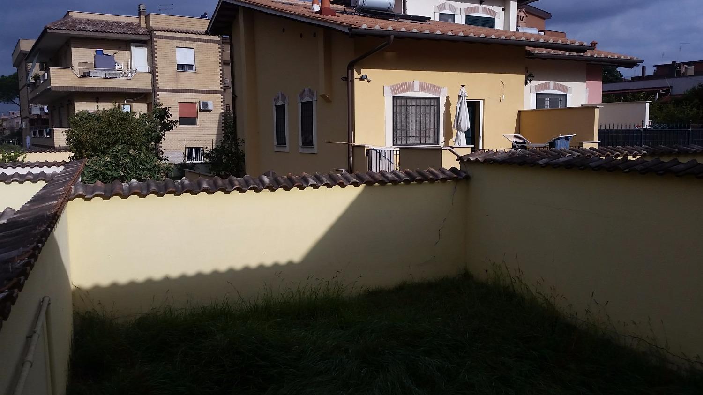 Villa in vendita a Roma, 4 locali, zona Zona: 38 . Acilia, Vitinia, Infernetto, Axa, Casal Palocco, Madonnetta, prezzo € 169.000 | CambioCasa.it