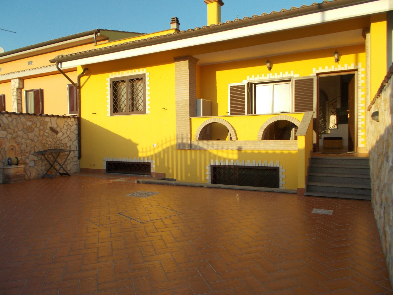 Villa in vendita a Ladispoli, 6 locali, prezzo € 370.000   CambioCasa.it