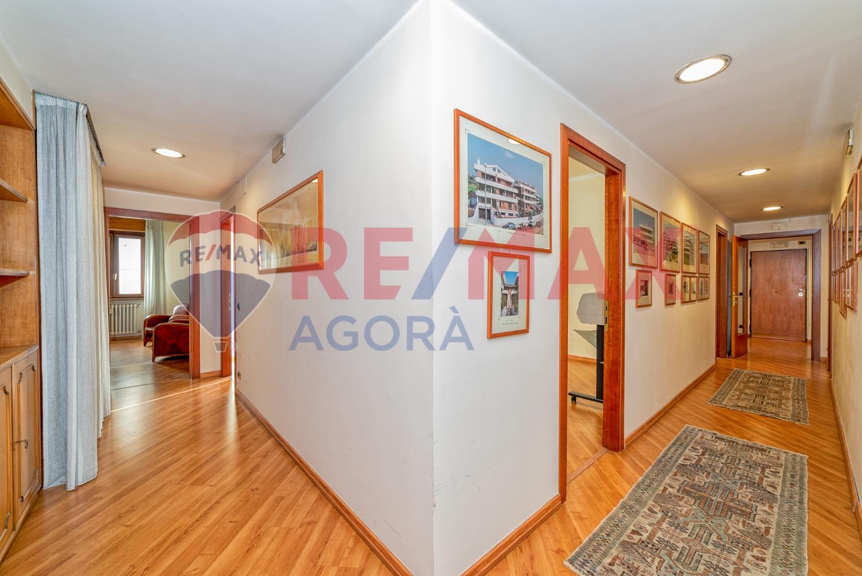 Ufficio / Studio in vendita a Roma, 6 locali, zona Zona: 22 . Eur - Torrino - Spinaceto, prezzo € 559.000 | CambioCasa.it